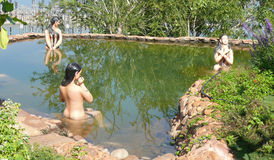 Almatty水坝和beatifull庭院 库存照片