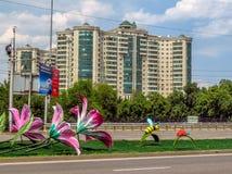 Almaty - arkitektur längs den Abay avenyn Royaltyfri Fotografi