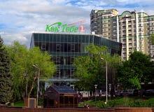 Almaty - arquitetura moderna fotos de stock