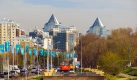 Almaty - costruzioni lungo Al-Farabi Fotografia Stock