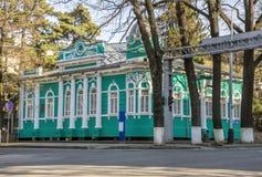 Almaty - gammalt köpmanhus arkivbild