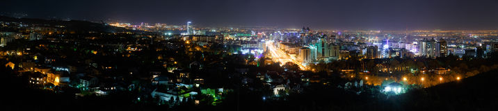 Almaty, il Kazakistan - 27 agosto 2016: Panorama della notte Almaty Fotografia Stock Libera da Diritti