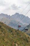 Almaty, il Kazakistan - 30 agosto 2016: teleferica Medeo-Chimbulak Fotografie Stock