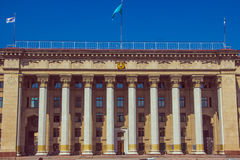 ALMATY, il KAZAKISTAN - 16 aprile 2016: Vecchia Camera di governo in Alm Immagine Stock
