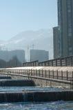 Almaty, il Kazakistan 18/12/2014 Costruzione di multipiano, MU Fotografia Stock