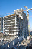 Almaty, il Kazakistan 18/12/2014 Costruzione di multipiano, MU Fotografie Stock