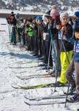 ALMATY, IL KAZAKISTAN - 18 FEBBRAIO 2017: concorsi dilettanti nella disciplina di sci di fondo, sotto il nome di Fotografie Stock