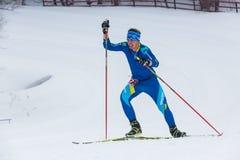 ALMATY, IL KAZAKISTAN - 18 FEBBRAIO 2017: concorsi dilettanti nella disciplina di sci di fondo, sotto il nome di Fotografia Stock Libera da Diritti