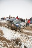 Almaty, il Kazakistan - 21 febbraio 2013. Corsa fuori strada sulle jeep, concorrenza dell'automobile, ATV. Corsa tradizionale Fotografie Stock Libere da Diritti
