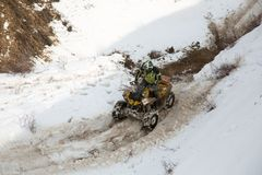 Almaty, il Kazakistan - 21 febbraio 2013. Corsa fuori strada sulle jeep, concorrenza dell'automobile, ATV. Corsa tradizionale Immagine Stock Libera da Diritti