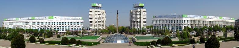 Almaty - il quadrato della Repubblica - panorama Immagini Stock Libere da Diritti