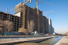 Almaty, Kasachstan 18/12/2014 Bau von mehrstöckigem, MU Lizenzfreies Stockbild