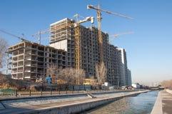 Almaty, Kasachstan 18/12/2014 Bau von mehrstöckigem, MU Stockfotos