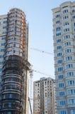 Almaty, Kasachstan 18/12/2014 Bau von mehrstöckigem, MU Lizenzfreie Stockbilder