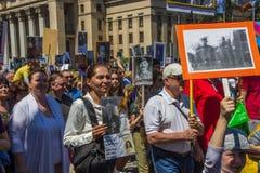 ALMATY, KASACHSTAN - 9. MAI: Unsterblicher Regimentmarsch während des V Lizenzfreie Stockfotos