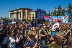 ALMATY, KASACHSTAN - 9. MAI: Unsterblicher Regimentmarsch während des V Lizenzfreie Stockfotografie