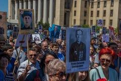 ALMATY, KASACHSTAN - 9. MAI: Unsterblicher Regimentmarsch während des V Lizenzfreie Stockbilder