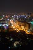 Almaty Kasakhstan - Augusti 28, 2016: Allmän sikt av avenyn arkivbild