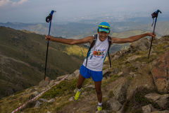 ALMATY KASAKHSTAN - 20 AUGUSTI: Skyrunner körningar i bergen Fotografering för Bildbyråer