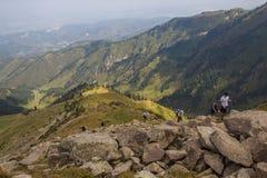 ALMATY KASAKHSTAN - 20 AUGUSTI: Skyrunner körningar i bergen Royaltyfri Foto