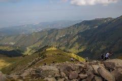 ALMATY KASAKHSTAN - 20 AUGUSTI: Skyrunner körningar i bergen Royaltyfri Fotografi