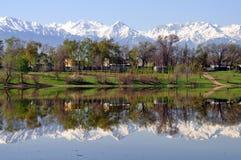 Almaty Kasakhstan berg Arkivfoton
