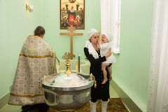 ALMATY KASAKHSTAN - DECEMBER 17: Dopceremoni på December 17, 2013 i Almaty, Kasakhstan. Royaltyfri Fotografi
