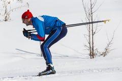ALMATY KASAKHSTAN - FEBRUARI 18, 2017: amatörmässiga konkurrenser i disciplinen av längdlöpning, under namnet Royaltyfri Fotografi