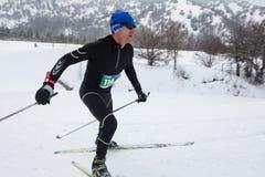 ALMATY KASAKHSTAN - FEBRUARI 18, 2017: amatörmässiga konkurrenser i disciplinen av längdlöpning, under namnet Arkivbild