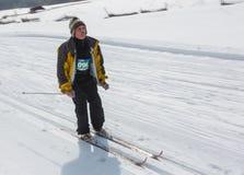 ALMATY KASAKHSTAN - FEBRUARI 18, 2017: amatörmässiga konkurrenser i disciplinen av längdlöpning, under namnet Royaltyfri Bild