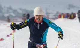 ALMATY KASAKHSTAN - FEBRUARI 18, 2017: amatörmässiga konkurrenser i disciplinen av längdlöpning, under namnet Fotografering för Bildbyråer