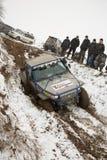 Almaty Kasakhstan - Februari 21, 2013. Av-väg som springer på jeepar, bilkonkurrens, ATV. Traditionellt lopp Royaltyfri Fotografi
