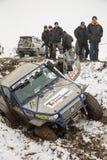Almaty Kasakhstan - Februari 21, 2013. Av-väg som springer på jeepar, bilkonkurrens, ATV. Traditionellt lopp Arkivbilder