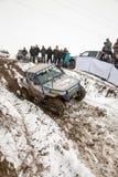 Almaty Kasakhstan - Februari 21, 2013. Av-väg som springer på jeepar, bilkonkurrens, ATV. Traditionellt lopp Royaltyfri Foto
