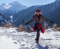 ALMATY KAZACHSTAN, KWIECIEŃ, - 09, 2017: Amatorskie rywalizacje - Halny maraton w pogórzach Almaty, na Fotografia Stock