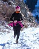 ALMATY KAZACHSTAN, KWIECIEŃ, - 09, 2017: Amatorskie rywalizacje - Halny maraton w pogórzach Almaty, na Zdjęcie Royalty Free