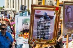 ALMATY KAZACHSTAN, MAJ, - 9: Nieśmiertelny pułku marsz podczas V Zdjęcia Stock
