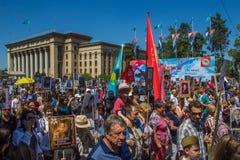ALMATY KAZACHSTAN, MAJ, - 9: Nieśmiertelny pułku marsz podczas V Zdjęcie Stock