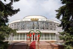 Almaty Kazachstan, Sierpień, - 29, 2016: Jas Otau - Poślubiać pałac Zdjęcia Royalty Free