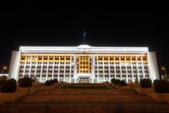 Almaty Kazachstan, Sierpień, - 29, 2016: Almaty miasto Akimat noc Fotografia Stock