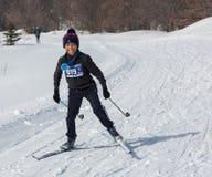 ALMATY, KAZAJISTÁN - 18 DE FEBRERO DE 2017: competencias aficionadas en la disciplina del esquí de fondo, bajo el nombre Foto de archivo