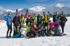 ALMATY, KAZAJISTÁN - 18 DE FEBRERO DE 2017: competencias aficionadas en la disciplina del esquí de fondo, bajo el nombre Imagen de archivo