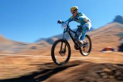 Competencia extrema de la bici de montaña del otoño Imagen de archivo