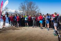 ALMATY, KAZAKHSTAN - 9 AVRIL 2017 : Concours amateurs - semi-marathon de montagne, dans les collines d'Almaty, sur photo libre de droits