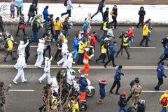ALMATY/KAZAKHSTAN - 1. Januar 2017: Der olympische Fackellauf stockbild