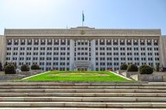 Almaty - la costruzione dell'amministrazione della città Immagini Stock Libere da Diritti