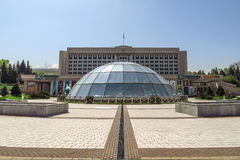 Almaty - la costruzione dell'amministrazione della città Fotografia Stock Libera da Diritti