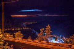 Almaty Medeo in den Nachtlichtern Stockfoto