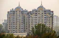Almaty - Nowożytna architektura zdjęcie royalty free