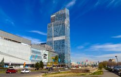 Almaty - Ritz Carlton Tower e Esentai Mall Immagini Stock